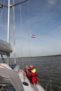 Ned med tysk gjesteflagg og opp med det Hollandske.